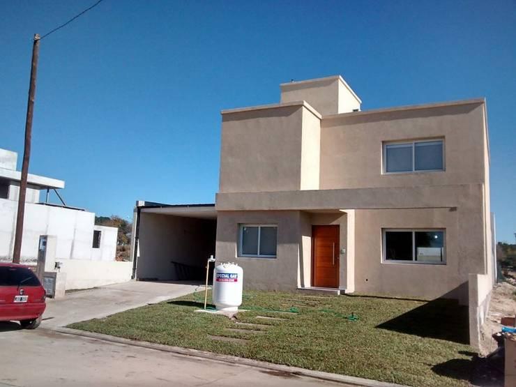 Vivienda AV | Riberas de Manantiales: Casas de estilo  por Arquitecto Nicolás Mora,Moderno