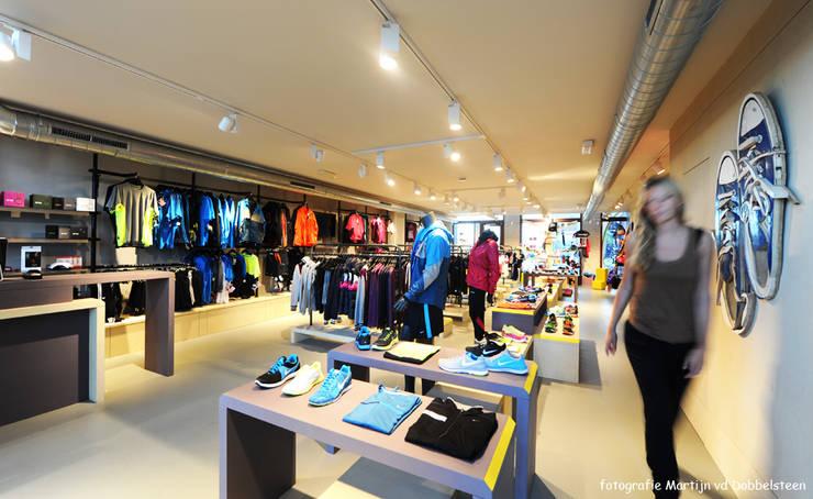 Motion 3 sportwinkel:  Kantoor- & winkelruimten door design iD