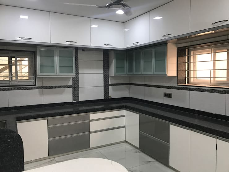 Luxury Interior Design  3 BHK Flat: minimalistic Kitchen by Nabh Design & Associates