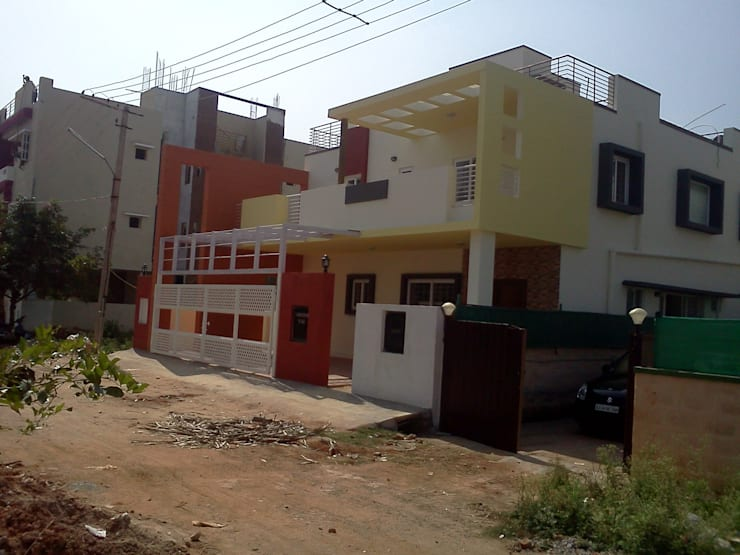 Mr. Sridhar's residence at Thanisandra:  Houses by SAHHA architecture & interiors
