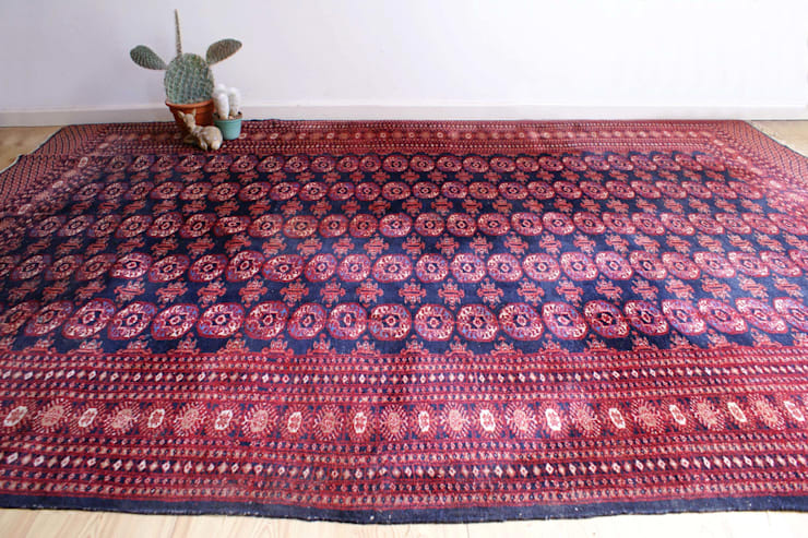 Te gek groot handgeknoopt Perzisch kleed. Vintage Buchara/Bokhara tapijt. :   door Flat sheep, Aziatisch