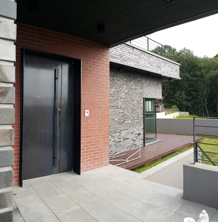 파주 메종 드 유유: Douglas Minkkinen by Modena Design의  주택