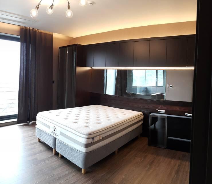 파주 메종 드 유유: Douglas Minkkinen by Modena Design의  침실
