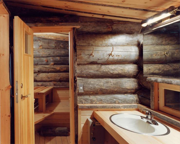 浴室 by 株式会社ラウムアソシエイツ一級建築士事務所
