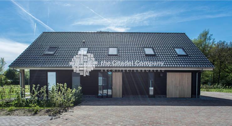 Schuurwoning boerenerf te Ommen:  Huizen door Architectenbureau The Citadel Company