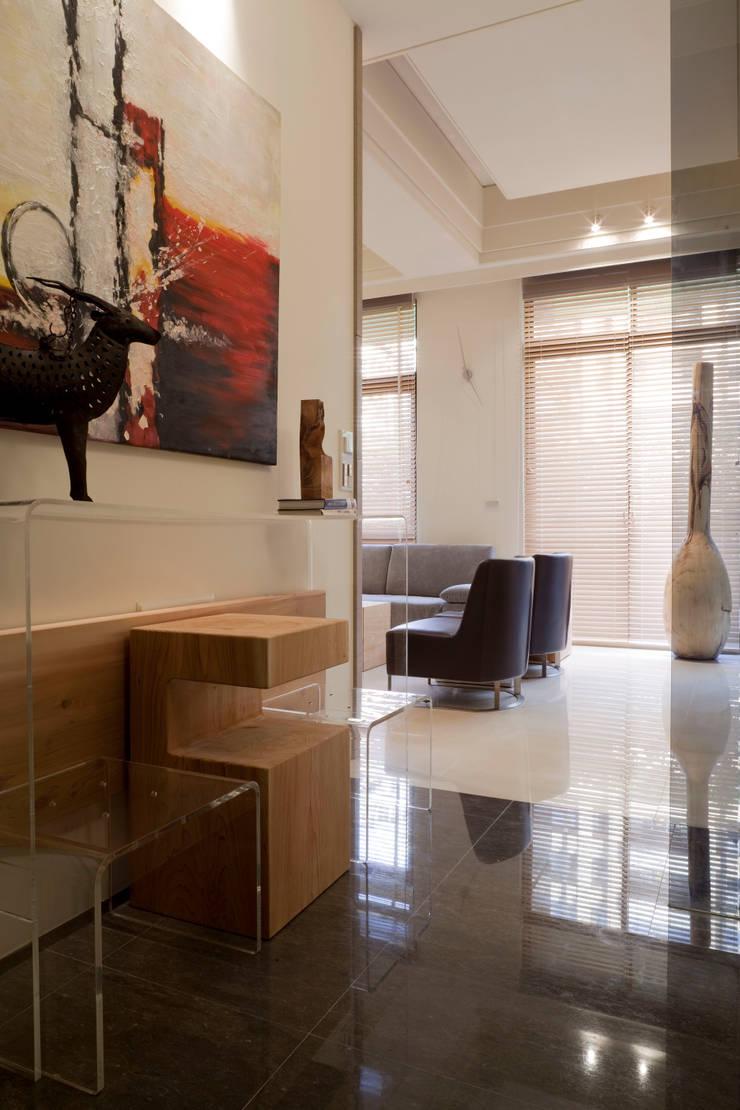 Case moderne di 四一室內裝修有限公司 Moderno Marmo