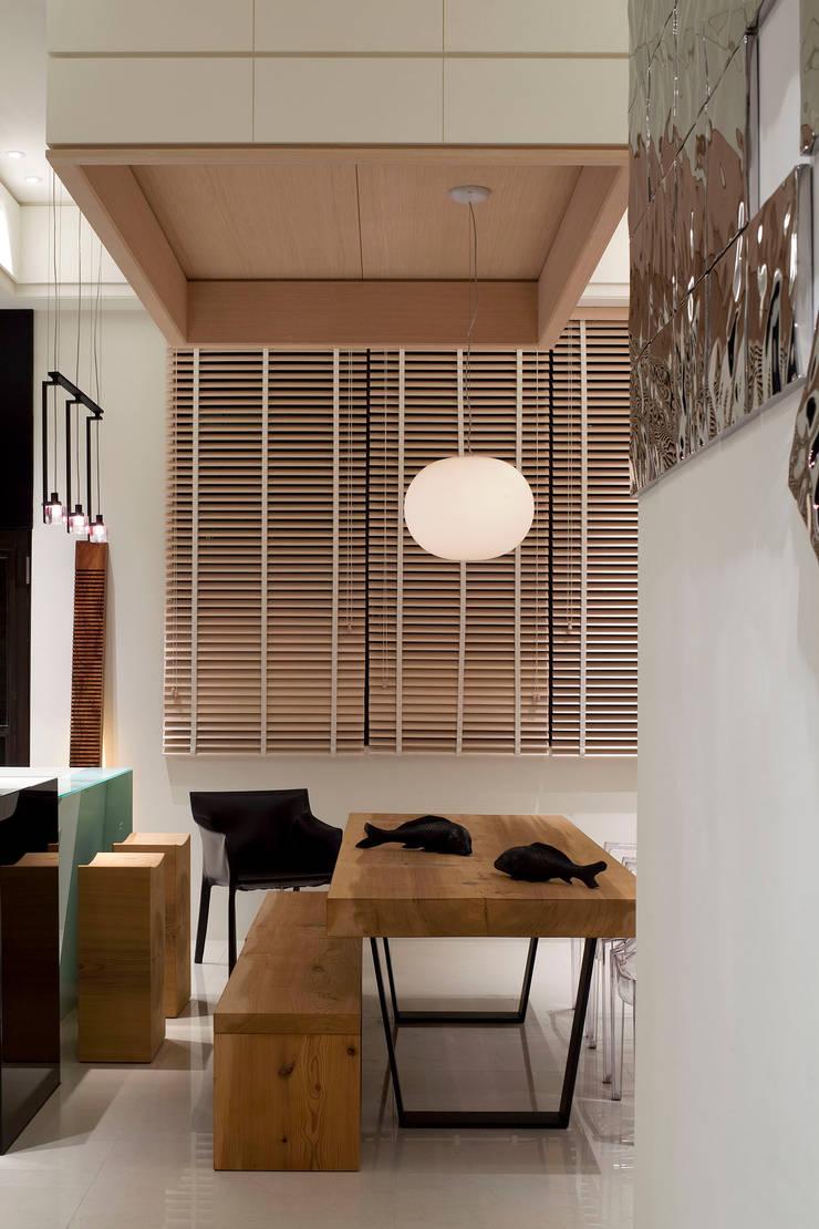 Maisons de style  par 四一室內裝修有限公司