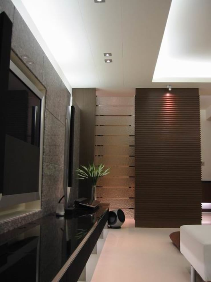 客廳:  客廳 by 云鼎設計/陳柏壽建築師事務所
