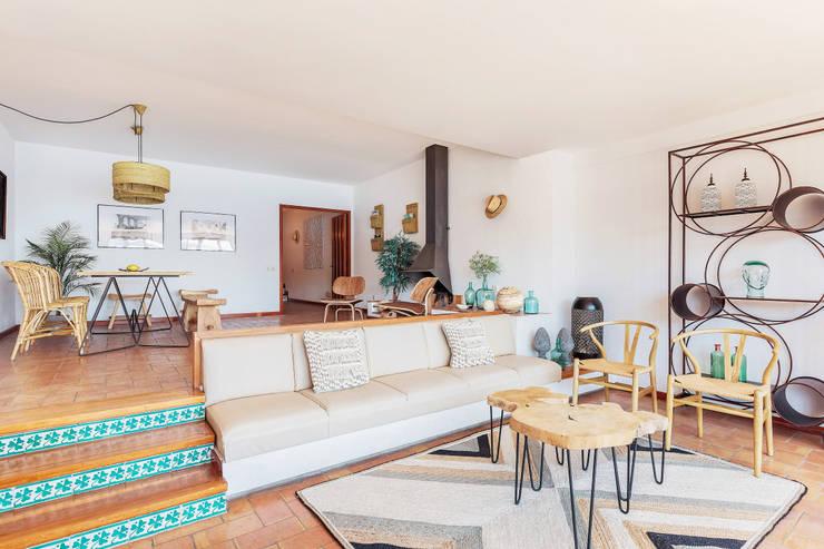 Ruang Keluarga by Markham Stagers