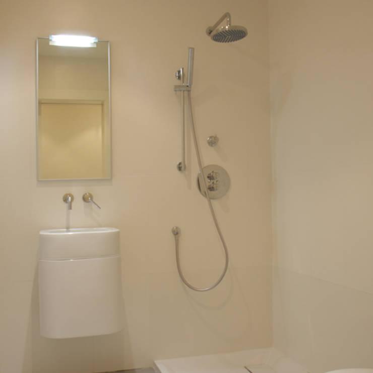 Mueble de baño Space: Baños de estilo minimalista de ATYCO