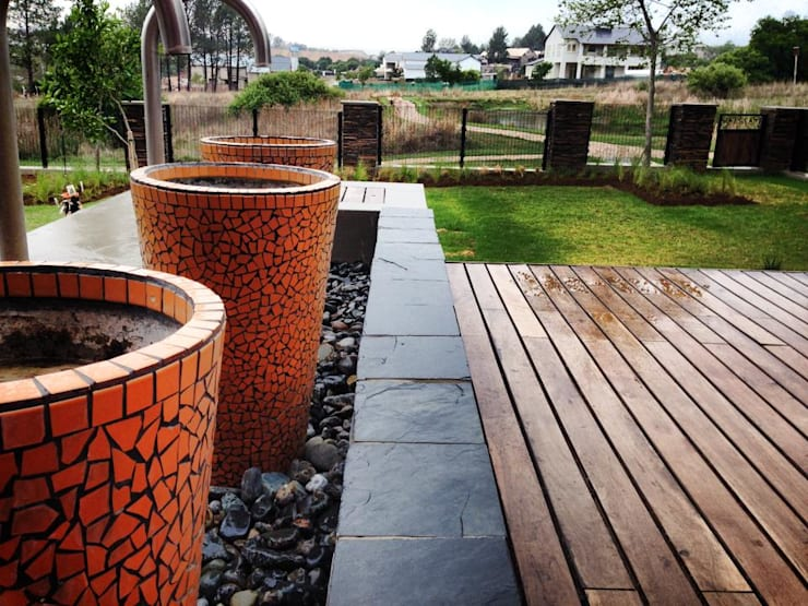 Patio deck and Unique mosaic water feature:  Garden by Acton Gardens
