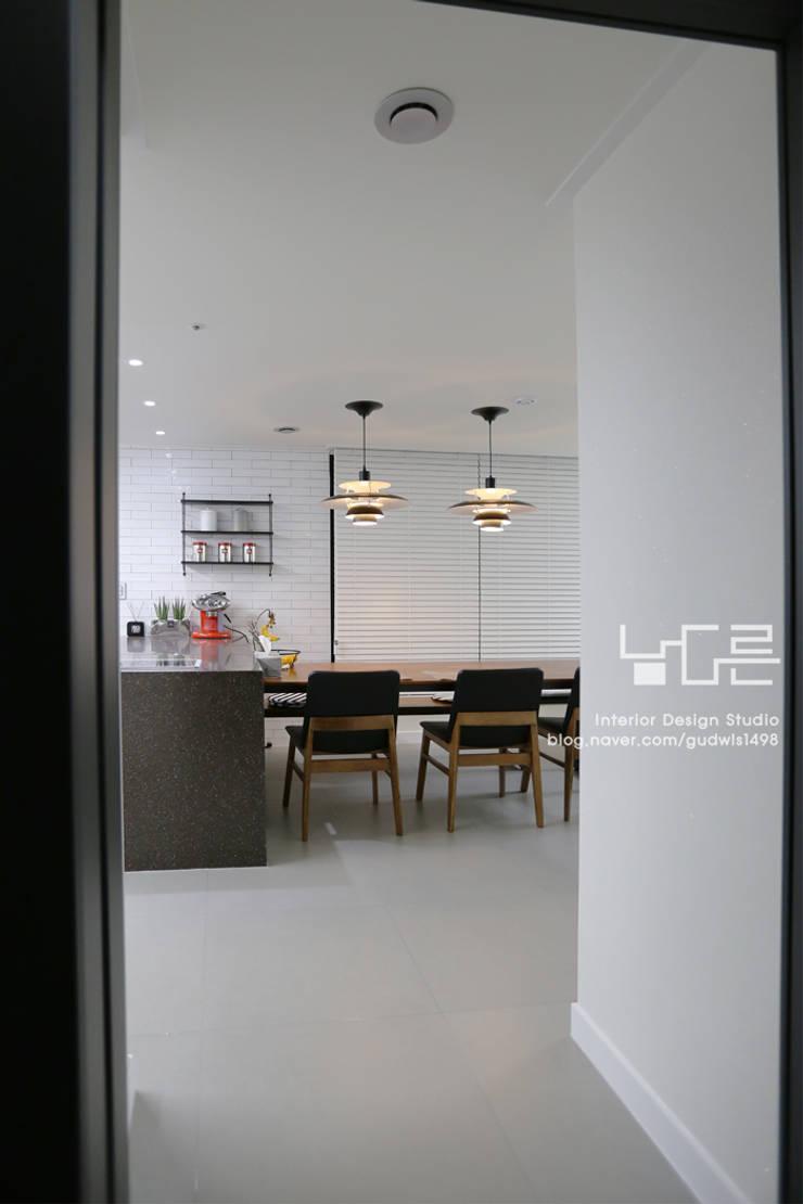 Dining room by 남다른디자인