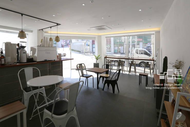 대구 태전동 wichwich: 남다른디자인의  바 & 카페,