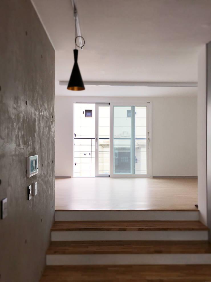 운중동 주택 : 원더 아키텍츠 / Wonder Architects의  거실,모던