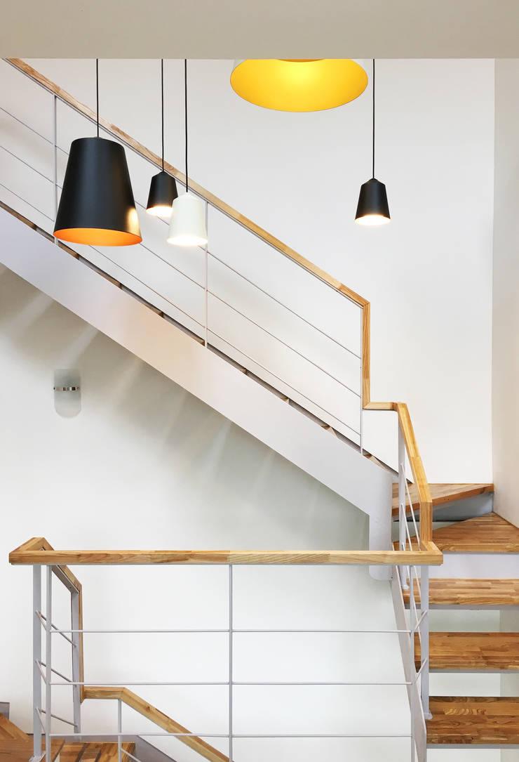 운중동 주택 : 원더 아키텍츠 / Wonder Architects의  복도 & 현관,모던