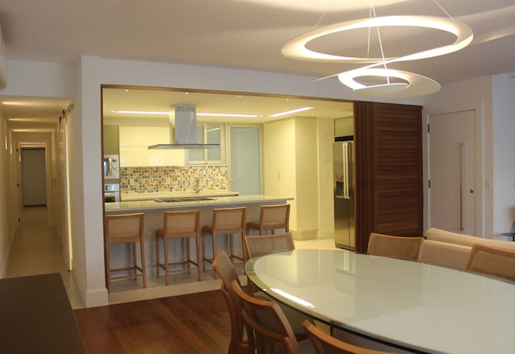Salle à manger de style  par daniela kuhn arquitetura, Moderne