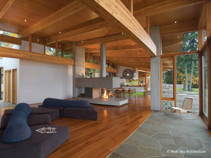 غرفة المعيشة تنفيذ Helliwell + Smith • Blue Sky Architecture