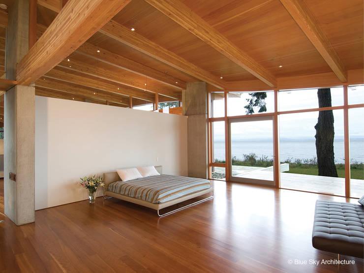 غرفة نوم تنفيذ Helliwell + Smith • Blue Sky Architecture