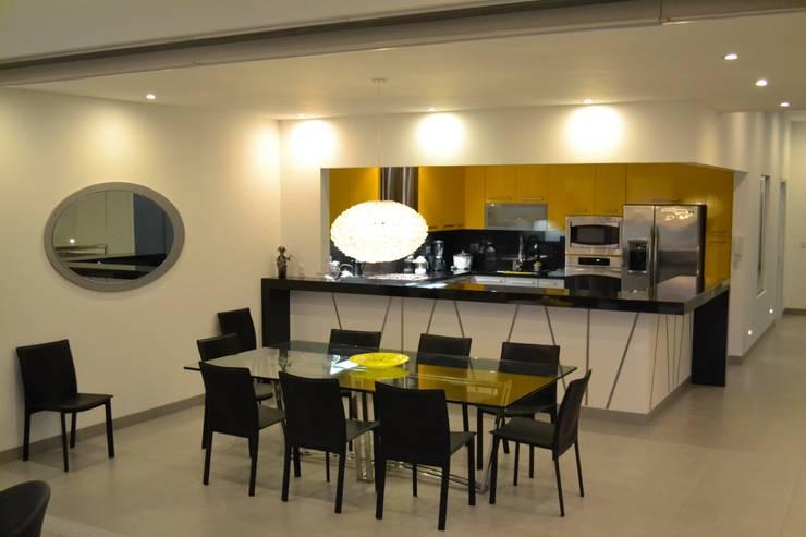Modern dining room by DMS Arquitectas Modern