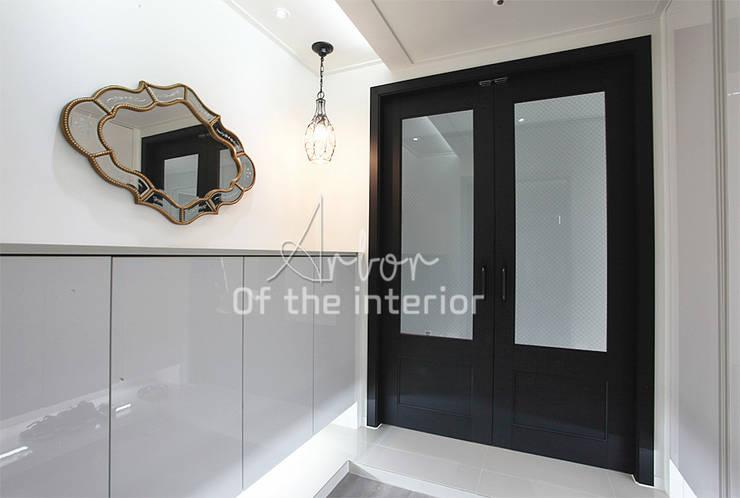 해외 휴양지 호텔같은 여름 인테리어 55평 아파트 실내 홈스타일링: 디자인 아버의  복도 & 현관,모던