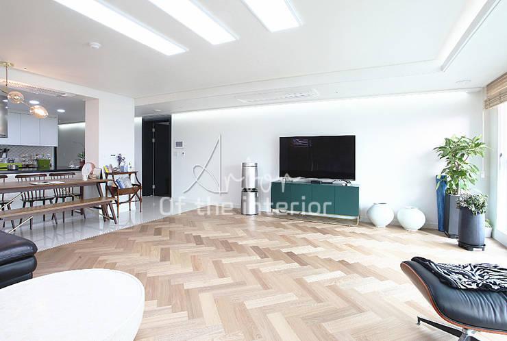 해외 휴양지 호텔같은 여름 인테리어 55평 아파트 실내 홈스타일링: 디자인 아버의  거실,모던