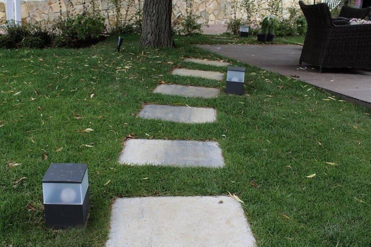 Jardins minimalistas por LASUMA paisajistak
