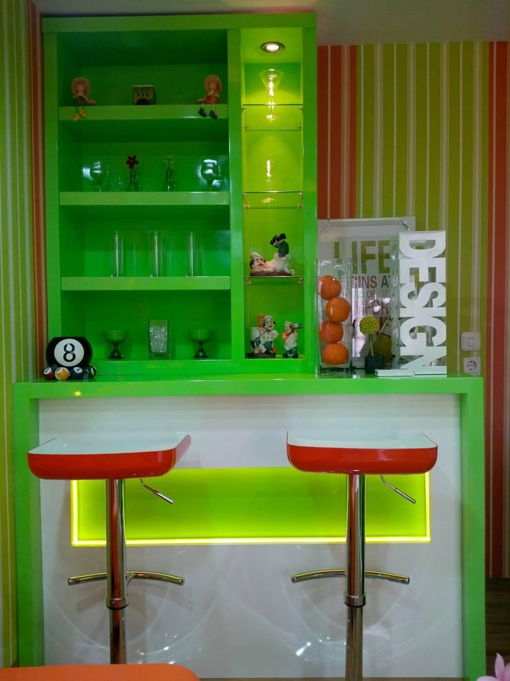 Ruang Karaoke Pribadi Pekanbaru:   by GreenArt Studio