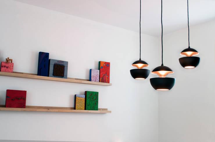 lampen boven eettafel:  Woonkamer door IJzersterk interieurontwerp