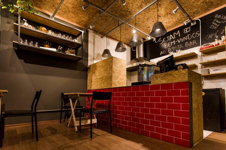 BJ Bar: Bares e clubes  por Nathalia Bilibio Arquitetura e Construção
