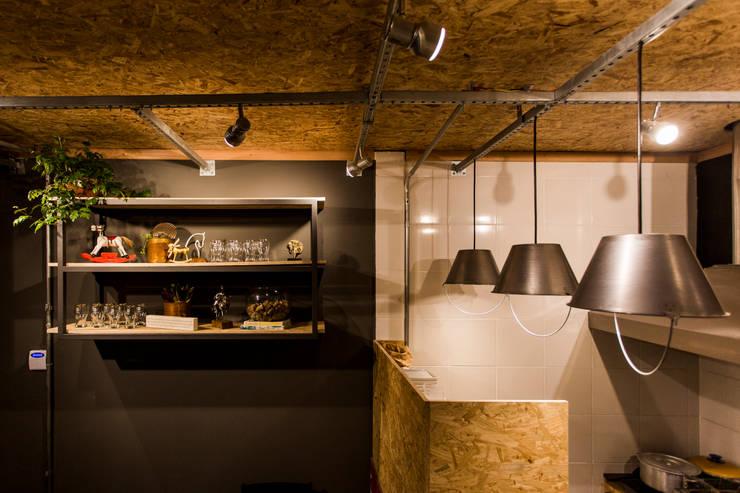 Bar & Club in stile  di Nathalia Bilibio Arquitetura e Construção