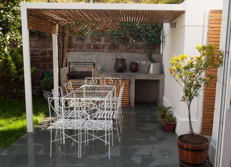 Casa Del Inca: Terrazas  de estilo  por RENOarq