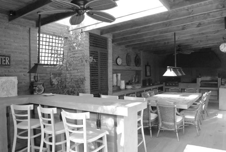 Barra: Terrazas  de estilo  por RENOarq