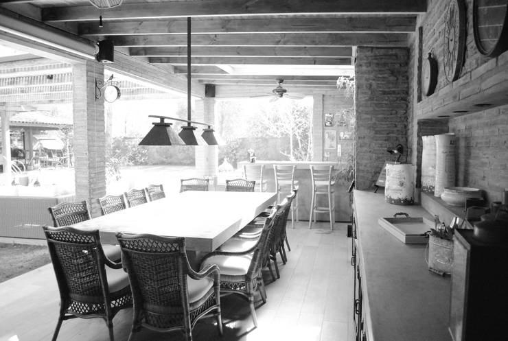 Zona de Comedor: Terrazas  de estilo  por RENOarq