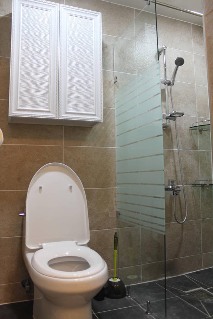 욕실인테리어: 빅터인디자인그룹의  욕실,