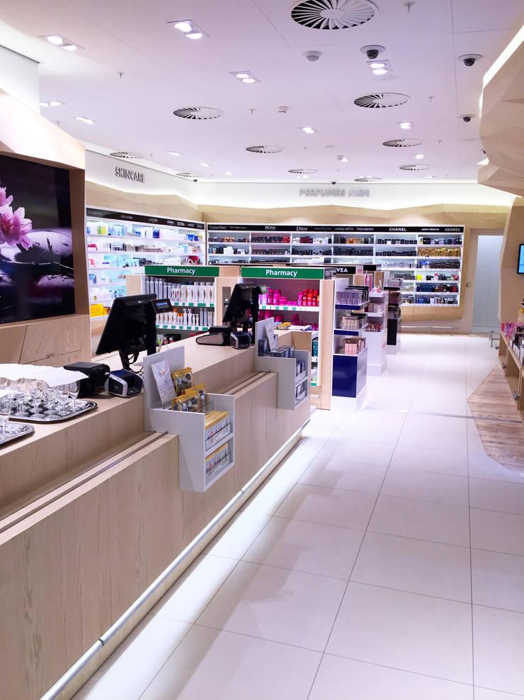 Kappé Drugstore, Schiphol:  Winkelruimten door Bleeker Concepts
