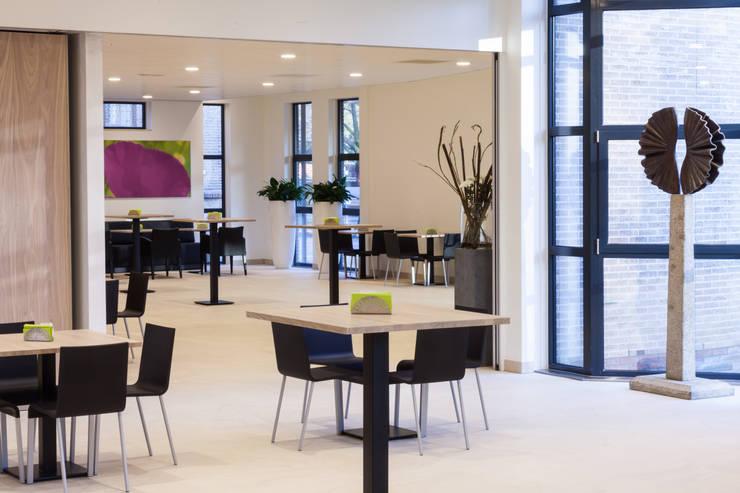 Ontvangsruimte St. Barbara, Utrecht:  Gezondheidscentra door Bleeker Concepts