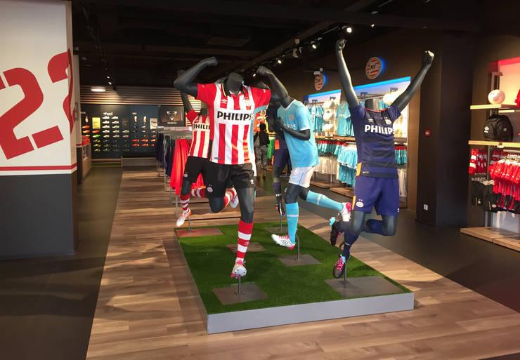 PSV fanstore, Eindhoven:  Winkelruimten door Bleeker Concepts