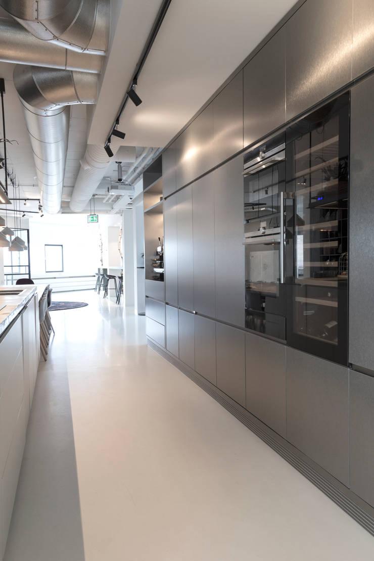 Keuken/kantine:  Kantoor- & winkelruimten door J.PHINE
