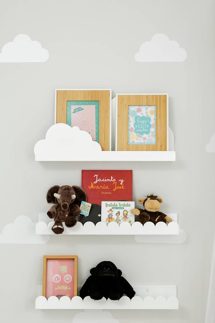 Cuarto de Matilda: Habitaciones infantiles de estilo  por Little One