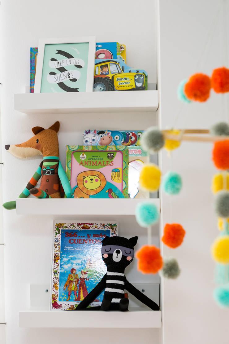 Cuarto de Simón: Habitaciones infantiles de estilo  por Little One