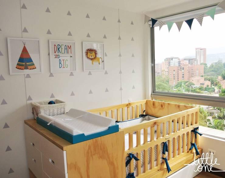 Cuarto de Vicente: Habitaciones infantiles de estilo  por Little One