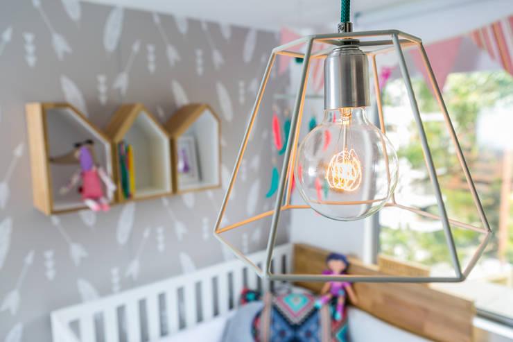 Cuarto de Olivia Habitaciones para niños de estilo ecléctico de Little One Ecléctico