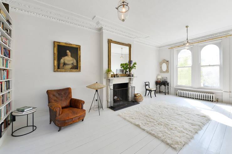 Projekty,  Salon zaprojektowane przez Graham D Holland