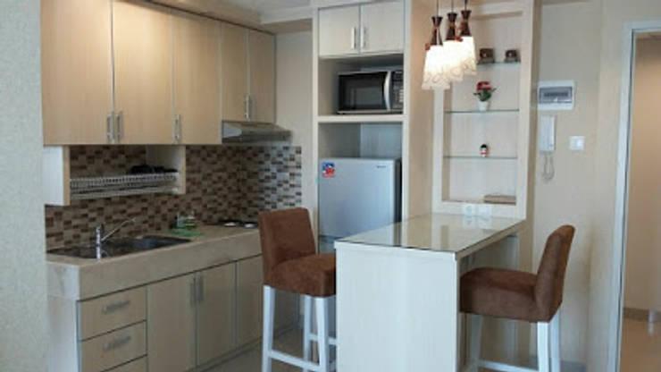 Kitchen Set Apartemen Kalibata City: modern Bedroom by CV TRIDAYA INTERIOR
