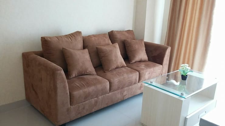 Interior Apartemen  2 Bedroom Kalibata City :  Living room by CV TRIDAYA INTERIOR