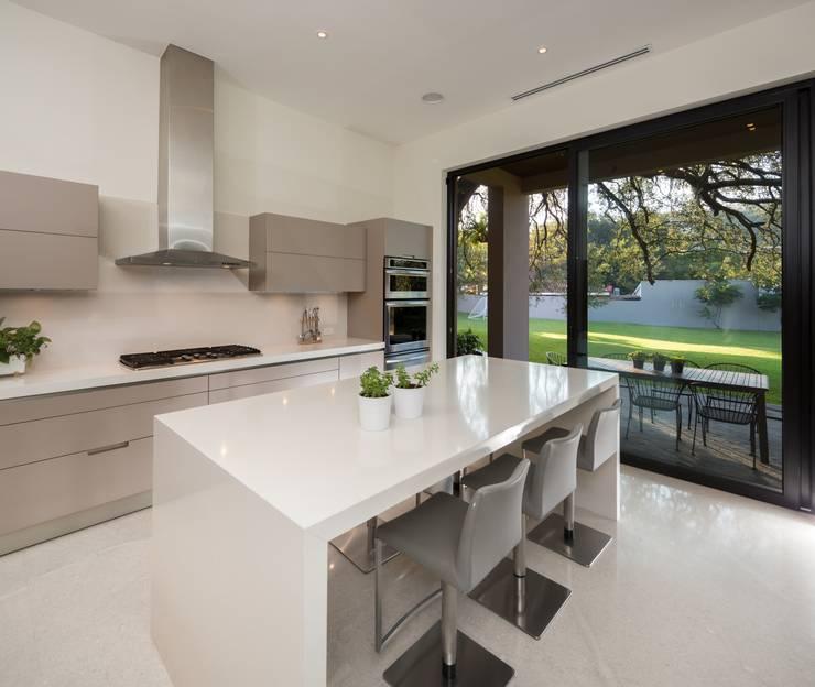 COCINA: Cocinas de estilo  por Rousseau Arquitectos