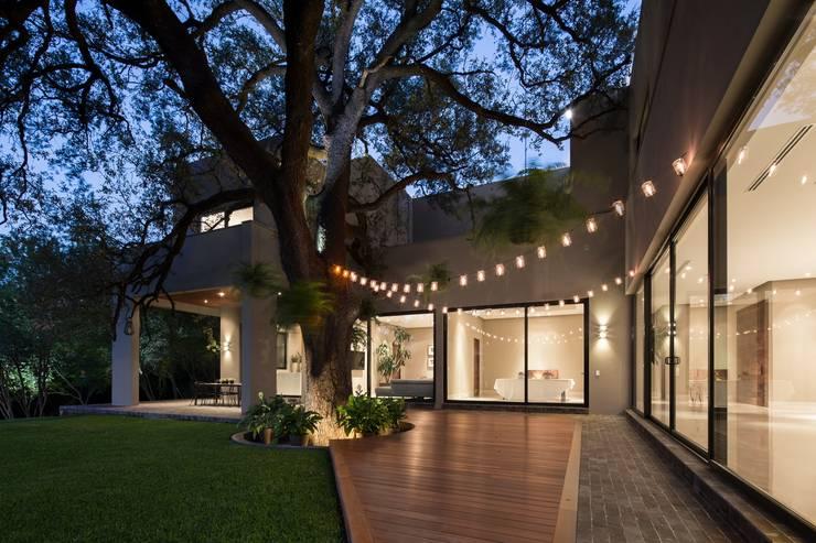 TERRAZA: Casas de estilo  por Rousseau Arquitectos