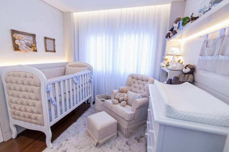 Quarto de bebê menino: Quarto infantil  por KIDS Arquitetura para pequenos