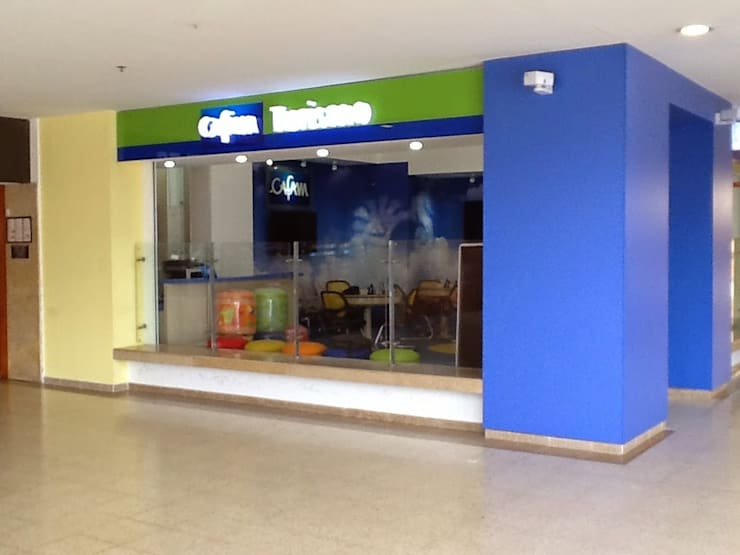 CAFAM – Central de Reservas Hoteleras:  de estilo  por ConstruKapital