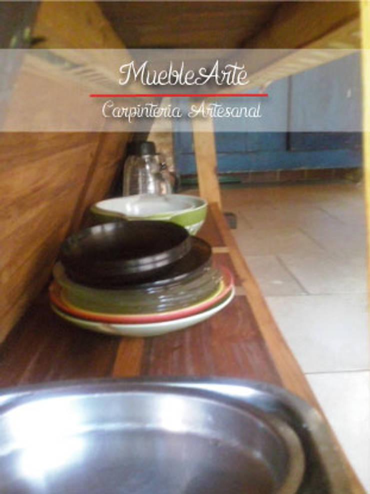 Interior barra:  de estilo  por MuebleArte,Rústico Madera maciza Multicolor